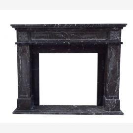 Kaminfassade dunkler Marmor Kamin schlichte sachlich konstruktive Form Umrandung Kolonial