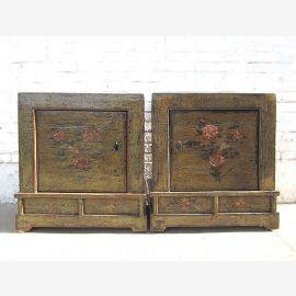 Mongolei zwei Nachttische Kommoden Paar used Optik dunkles vintage Holz florale Bemalung