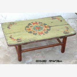 Naturholztisch aus China mit traditioneller Bemalung
