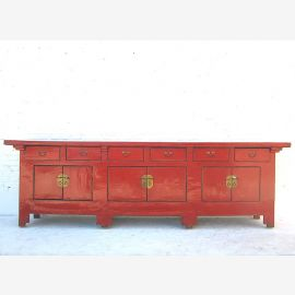 Vollholzsideboard aus China in Kamesinrot mit Applikationen