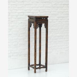 Chinesischer Tisch aus edlem Holz mit Drechslerarbeiten