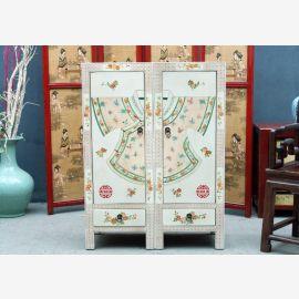 Chinesischer Schrank aus Hartholz in Weiß mit edler Bemalung und Schubladen