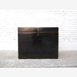 Katzenklosett China Truhe Kolonial Stil schwarzer Lack Metallbeschlag von Luxury Park