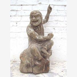 Skulptur 'Der Scherzende' Holzfigur chinesisch Pappel rund 70 Jahre alt von Luxury Park