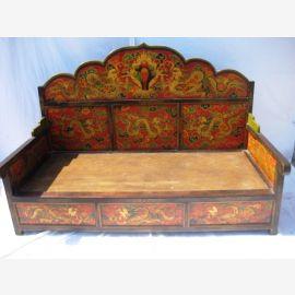 Der Tibet Bettkasten ist reich verziert und aus massivem Holz gefertigt.