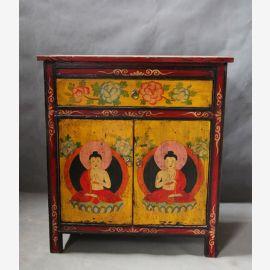 Vollholzschrank mit traditionellem tibetanischem Motiv geschmückt.