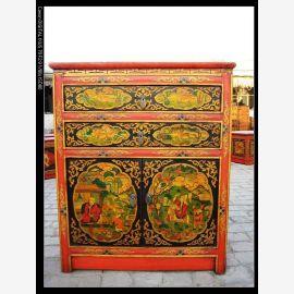 Naturholzschrank mit klassischer tibetanischer Bemalung im Used-Look.