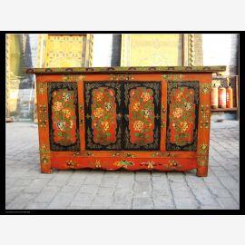 Sideboard aus massivem Holz mit aufwendiger Gestaltung aus Tibet.